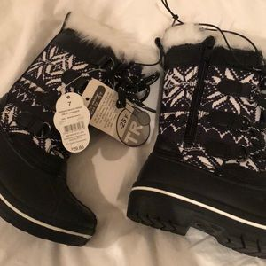Toddler cold weather boots new with tags